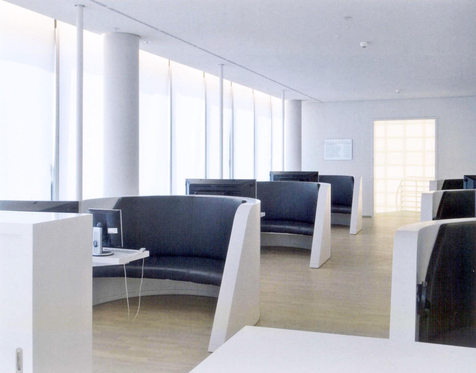 Detail Innenraum - bequeme Sessel in der Mediathek