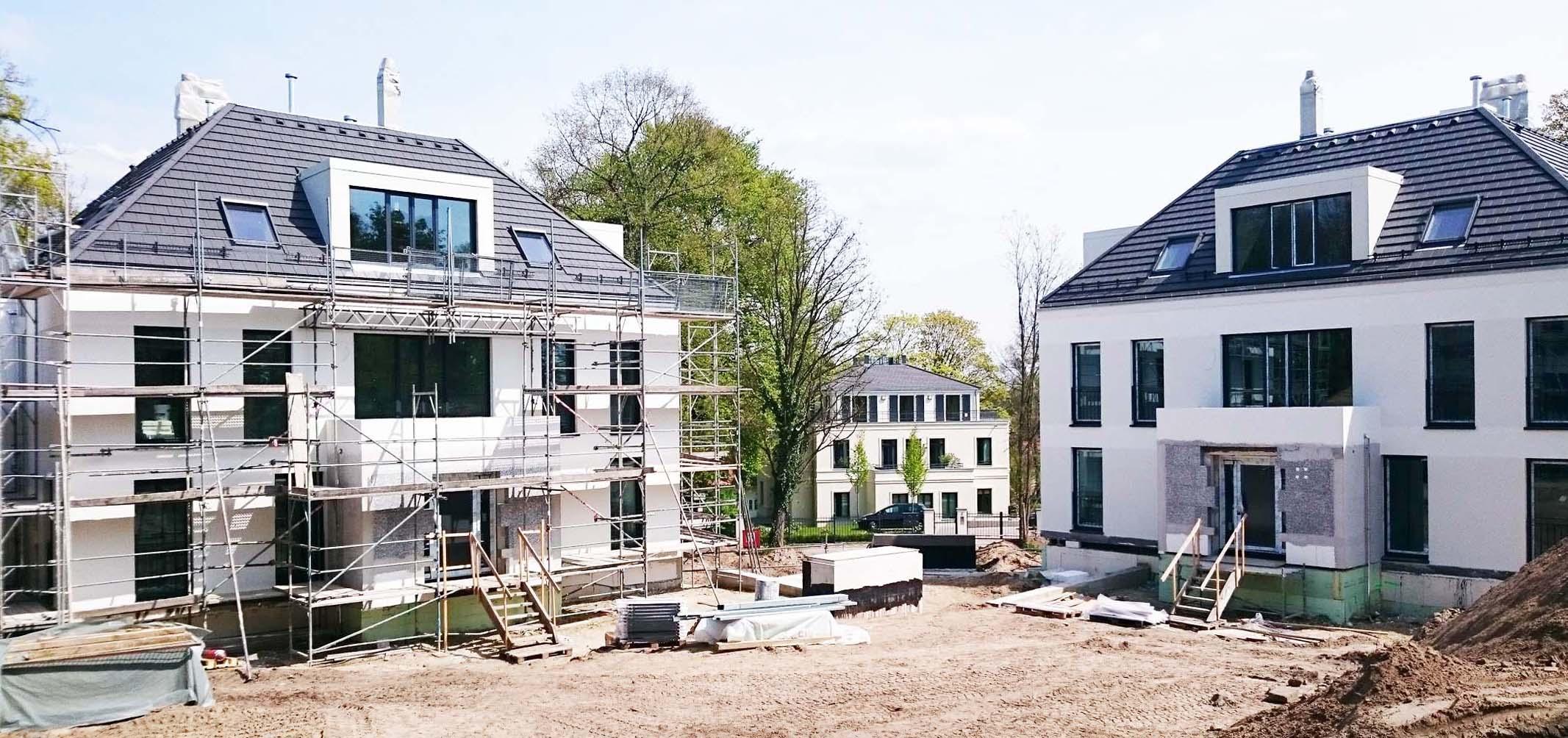 Ortstypische Stadtvillen kurz vor Fertigstellung